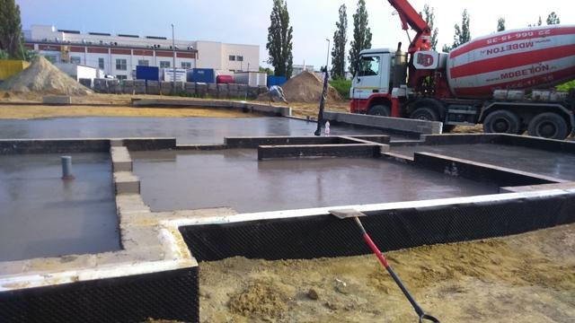 Wylewanie chudego betonu